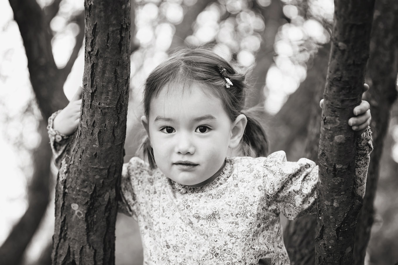 Autumnal outdoor portrait of a little girl